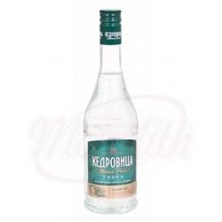 Ароматизированная водка Кедровица на кедровых орехах с медом 40% алк.  0,5 L