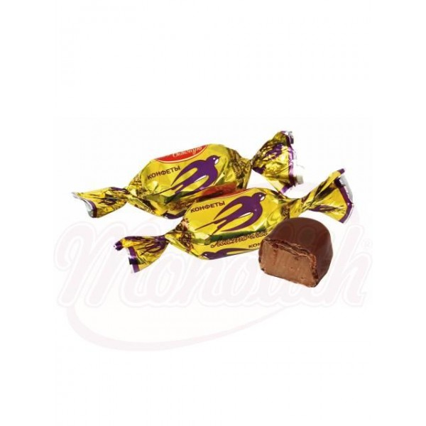 "Bombones de chocolate ""Lastochka"" con leche condensada glaseados en cacao 100 g - Rusia"