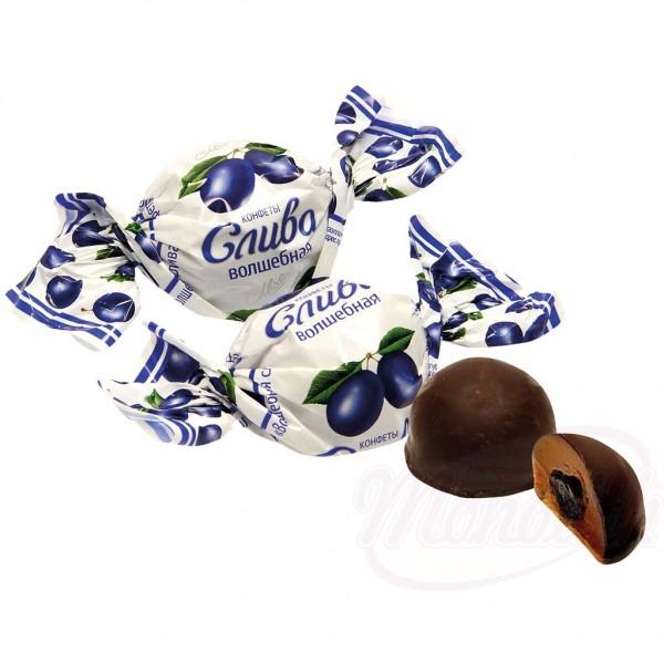 """Bombon con ciruela """"Sliva Volshebnaya"""" en glace de cacao - Bielorrusia"""