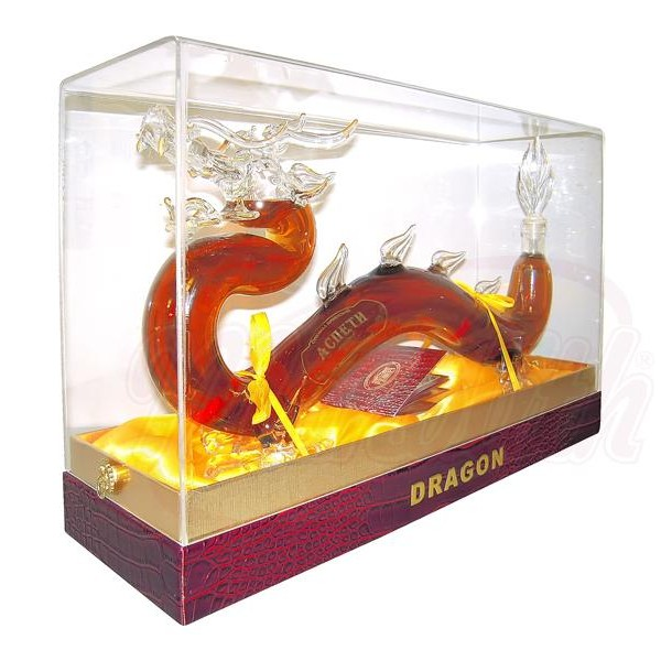 """Brandy armenio """"Dragon"""" 40 alc. 0,7 L souvenir en caja de regalo - Armenia"""